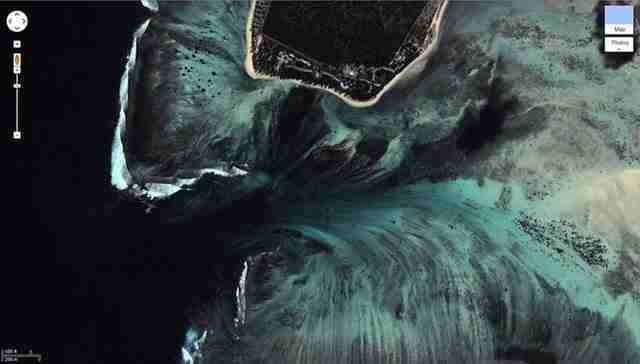 Θεαματική εναέρια ψευδαίσθηση ενός υποβρύχιου καταρράκτη