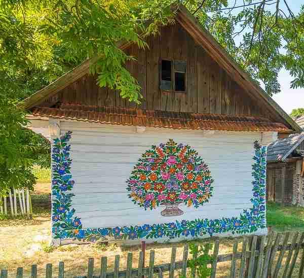 dinfo.gr - Zalipie: ένα χωριό γεμάτο ζωγραφιές