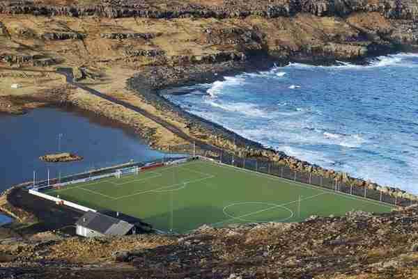 dinfo.gr - 12 γήπεδα που βρίσκονται στις πιο απίθανες τοποθεσίες