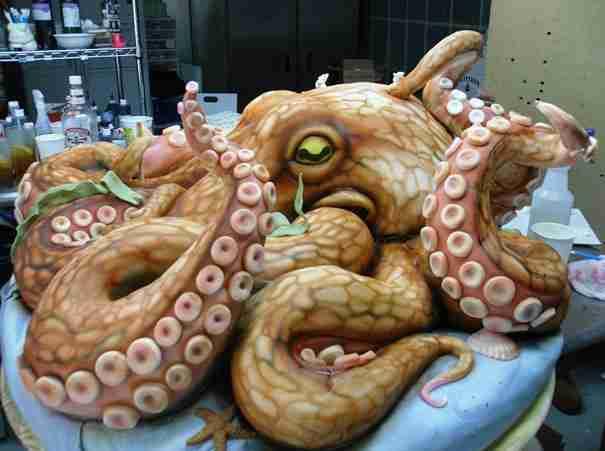 dinfo.gr - Παράξενες τούρτες σε απίθανα σχήματα