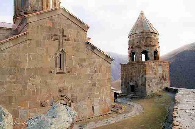 dinfo.gr - Μια όμορφη εκκλησία στην κορυφή του Καυκάσου