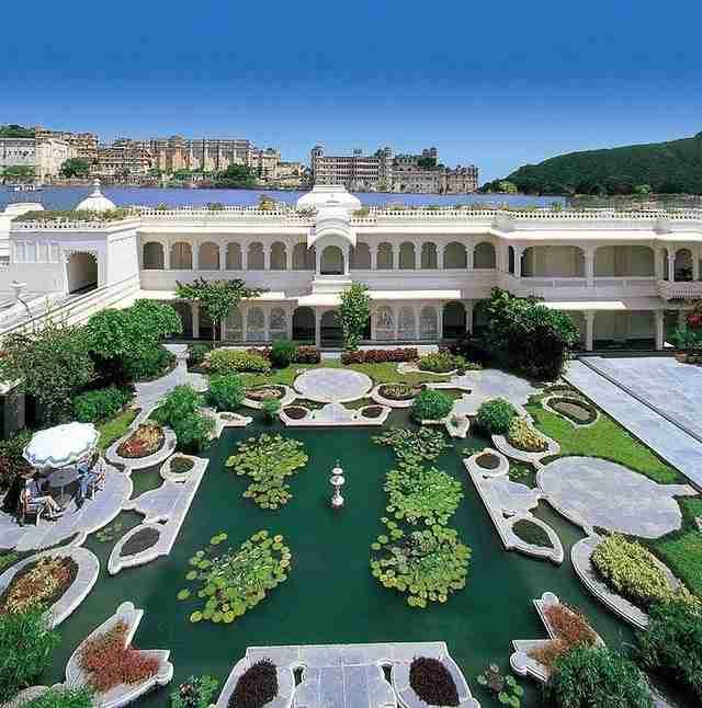 dinfo.gr - Το παλάτι που επιπλέει!