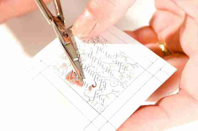 dinfo.gr - Απίστευτο τι μπορεί κάποιος να φτιάξει με ένα απλό ψαλίδι