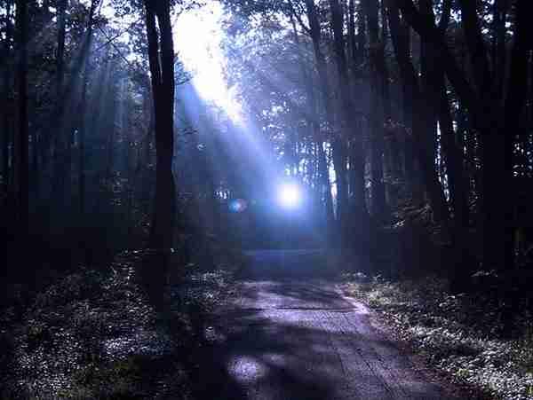 Το μυστήριο με το φως που εμφανίζεται από το πουθενά