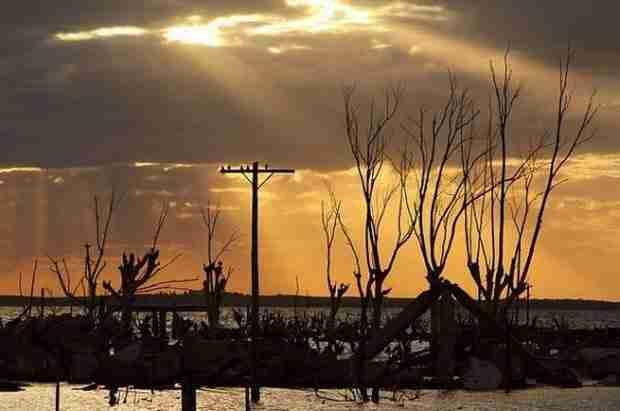 dinfo.gr - Lago Epecuén: Η λίμνη που έπνιξε ένα ολόκληρο χωριό