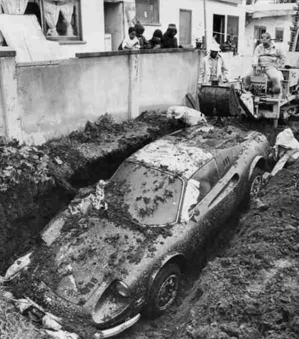 dinfo.gr - Η αληθινή ιστορία πίσω από τη θαμμένη Φερράρι