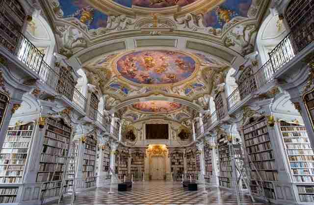 diaforetiko.gr : admont abbey monastery library austria 2 Η μεγαλύτερη και πιο όμορφη μοναστική βιβλιοθήκη στον κόσμο