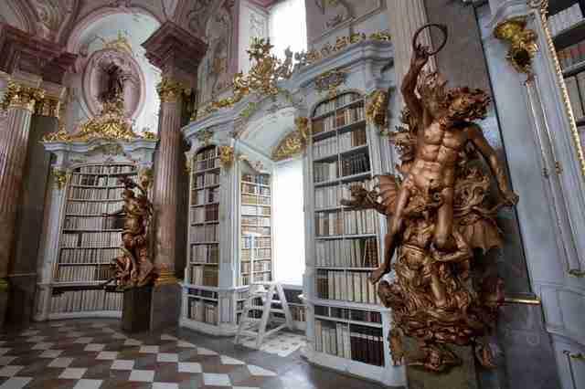 diaforetiko.gr : admont abbey monastery library austria 4 Η μεγαλύτερη και πιο όμορφη μοναστική βιβλιοθήκη στον κόσμο