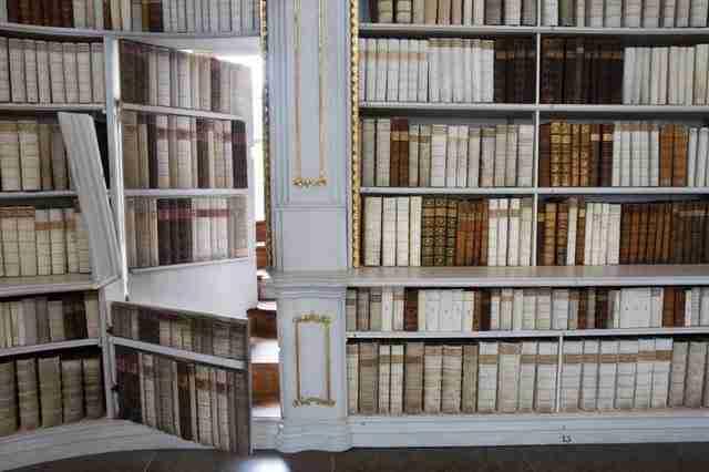 dinfo.gr - Η μεγαλύτερη και ομορφότερη μοναστική βιβλιοθήκη στον κόσμο