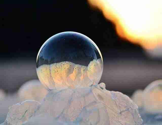 dinfo.gr - Δείτε τι θα γίνει αν φτιάξετε σαπουνόφουσκες στους -9°C