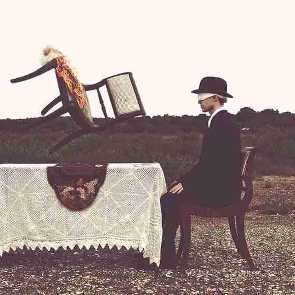 dinfo.gr - Ο άνθρωπος που κατάφερε να χρησιμοποιήσει την πάθησή του για να δημιουργήσει τέχνη!