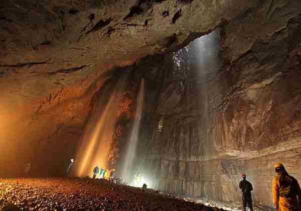 10 πανέμορφοι υπόγειοι καταρράκτες!