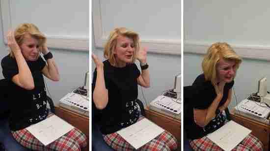 dinfo.gr - Η συγκλονιστική στιγμή που μια κωφή γυναίκα ακούει για πρώτη φορά! Δείτε το βίντεο..