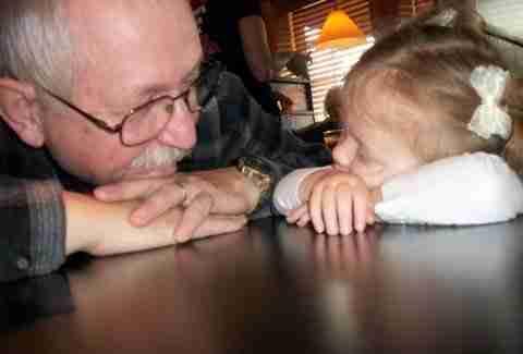 Δείτε τι άφησε σαν κληρονομιά ένας παππούς στα εγγόνια του!