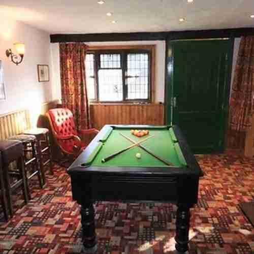 dinfo.gr - Αυτό το σπίτι που πωλείται στην Αγγλία μοιάζει φυσιολογικό. Μέχρι να δείτε τι υπάρχει στην αυλή του!