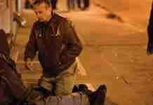 Όταν όλοι κοιμούνται, ένας γιατρός βγαίνει στους δρόμους κάθε βράδυ για να βοηθήσει τους άστεγους!