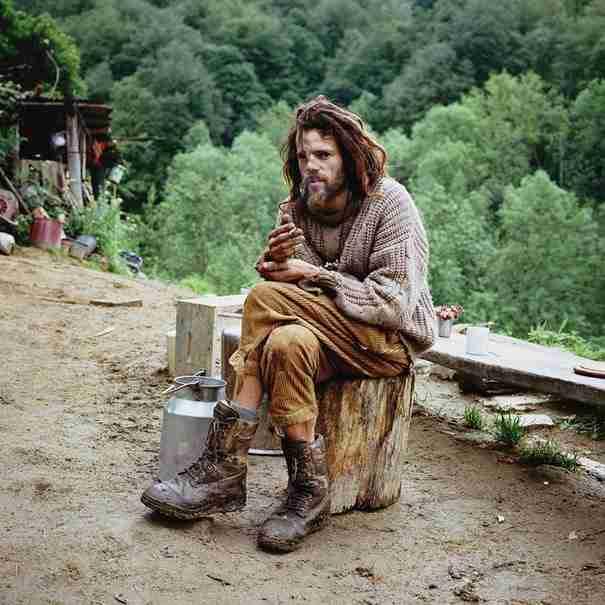 dinfo.gr - Συγκλονιστικά πορτρέτα ανθρώπων που εγκατέλειψαν τον πολιτισμό για να ζήσουν στη φύση.