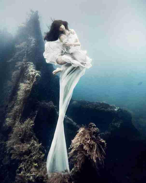 dinfo.gr - Εκπληκτική υποβρύχια φωτογράφιση σε ένα ναυάγιο στις ακτές του Μπαλί
