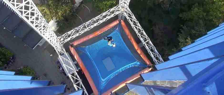 Αν φοβάστε τα ύψη αυτό το βίντεο θα γίνει ο εφιάλτης σας..