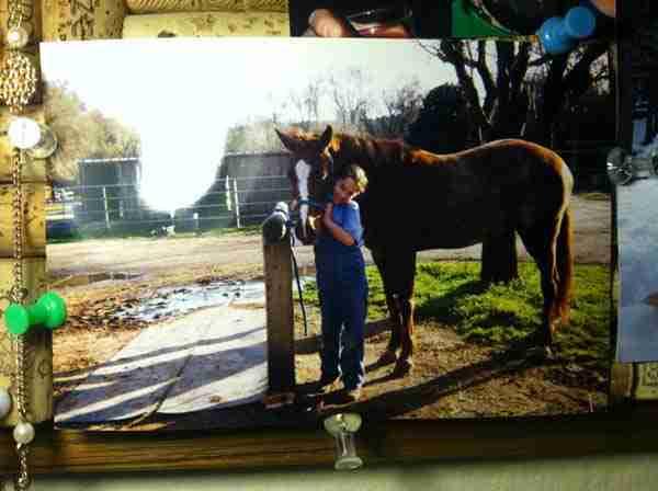 Μια συγκινητική ιστορία φιλίας ενός κοριτσιού με το άλογο του