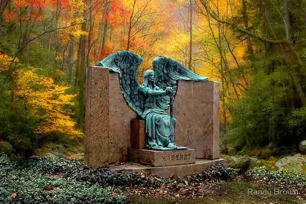 Τα 20 πιο ανατριχιαστικά αγάλματα του κόσμου υπόσχονται να στοιχειώσουν τα όνειρα σας