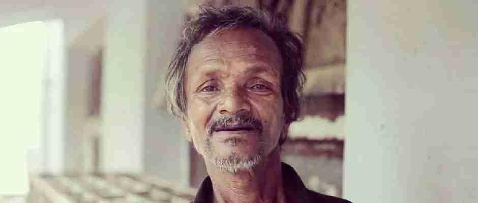 Η καλοσύνη αυτού του άστεγου άντρα θα αγγίξει τις ψυχές σας!