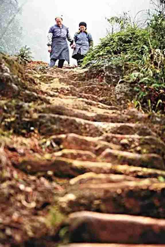 Ο άντρας που σκάλισε 6.000 σκαλοπάτια στο βουνό για την αγαπημένη του!