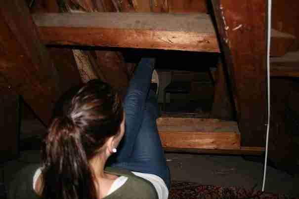 Έψαχναν τη σοφίτα και ανακάλυψαν ένα μυστικό δωμάτιο από τον Β' Παγκόσμιο Πόλεμο