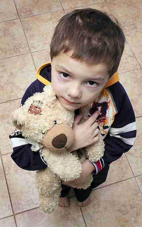 Ένας άντρας σε ένα κατάστημα είδε ένα αγόρι που ήθελε να αγοράσει μια κούκλα. Το γιατί θα σας συγκινήσει
