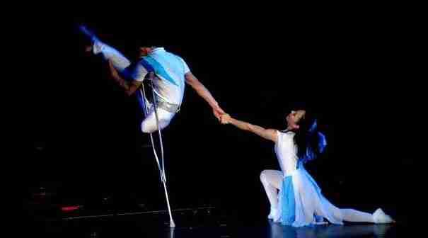 Εκείνη δεν έχει χέρι και εκείνος δεν έχει πόδι. Ο χορός τους όμως θα σας αφήσει άφωνους!