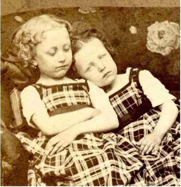 Αυτές οι φωτογραφίες νεκρών από την Βικτωριανή εποχή είναι συγκλονιστικές. Ανακαλύψτε γιατί..