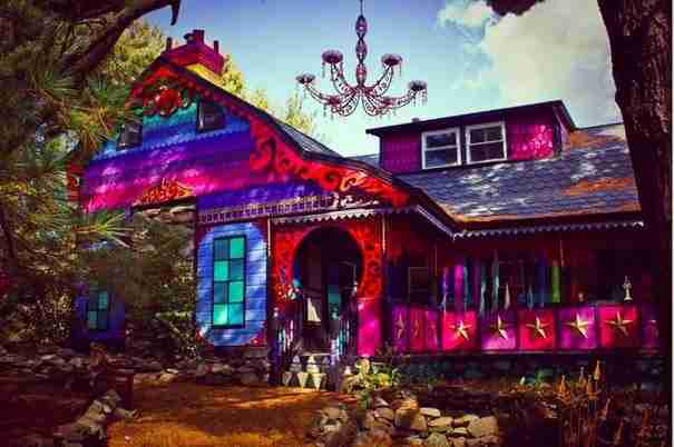 Θα θέλατε να ζήσετε σε ένα σπίτι που μοιάζει με τη χώρα των θαυμάτων;