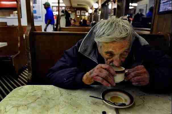 Αυτή η ιστορία θα σας ζεστάνει περισσότερο από έναν αχνιστό καφέ μια παγωμένη χειμωνιάτικη μέρα