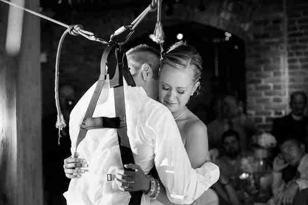 Αυτός ο παράλυτος άντρας έκανε την πιο ρομαντική έκπληξη στη γυναίκα του τη μέρα του γάμου τους