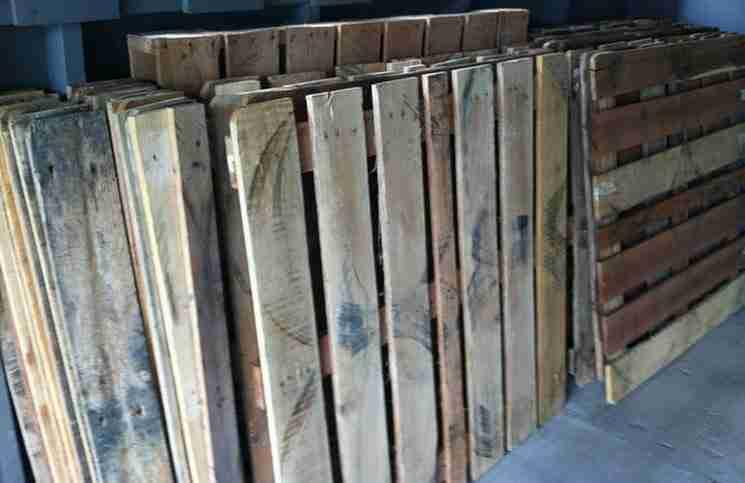 Μια οικογένεια για μήνες μάζευε ξύλινες παλέτες. Δείτε τι έφτιαξε..