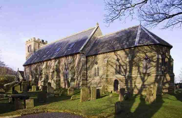 Ένα ζευγάρι αγόρασε μια παλιά, εγκαταλειμμένη εκκλησία. Δείτε πως την μεταμόρφωσε..