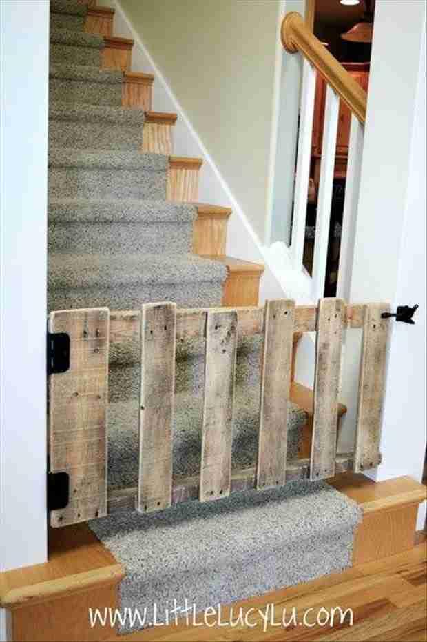 Πήραν μερικές παλιές ξύλινες παλέτες και δεν θα πιστεύετε τι έφτιαξαν!