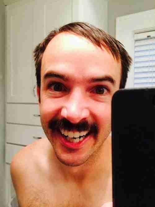 Οι επιστήμονες συνδέουν τις φωτογραφίες Selfies με τον ναρκισσισμό, τον εθισμό & με ψυχικές διαταραχές.