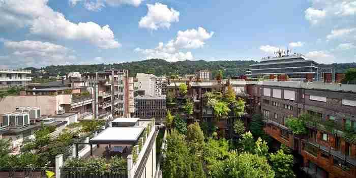 Ιταλός αρχιτέκτονας χρησιμοποίησε 150 δέντρα για να φτιάξει ένα τεράστιο δεντρόσπιτο!