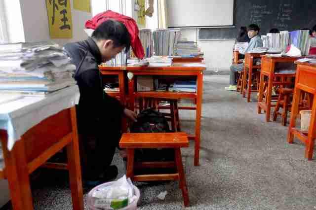 Μια έκθεση των ΗΠΑ για τα ανθρώπινα δικαιώματα στην Κίνα αναφέρει ότι 243.000 παιδιά σχολικής ηλικίας με αναπηρία δεν πηγαίνουν στο σχολείο.