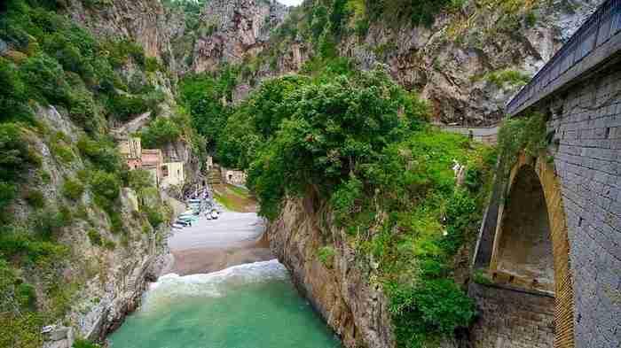 """Η γεωγραφική του θέση και η δυσκολία στην πρόσβαση έκαναν γνωστό το Furore σε όλη την Ιταλία ως το """"χωριό που δεν υπάρχει."""""""