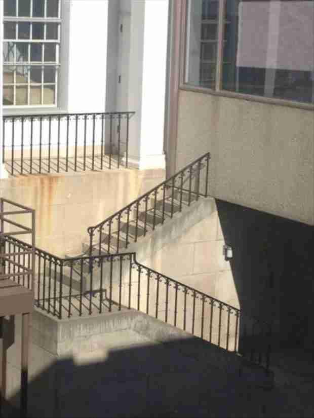Φανταστείτε να ανεβείτε όλες αυτές τις σκάλες και να ανακαλύψετε ότι δεν οδηγούν πουθενά!
