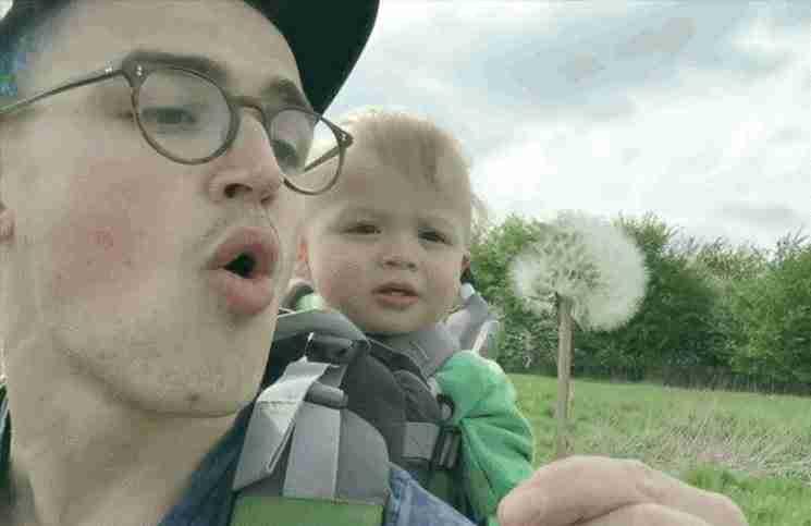 Η αντίδραση αυτού του μωρού μόλις βλέπει πικραλίδα για πρώτη φορά, θα σας φτιάξει τη μέρα!