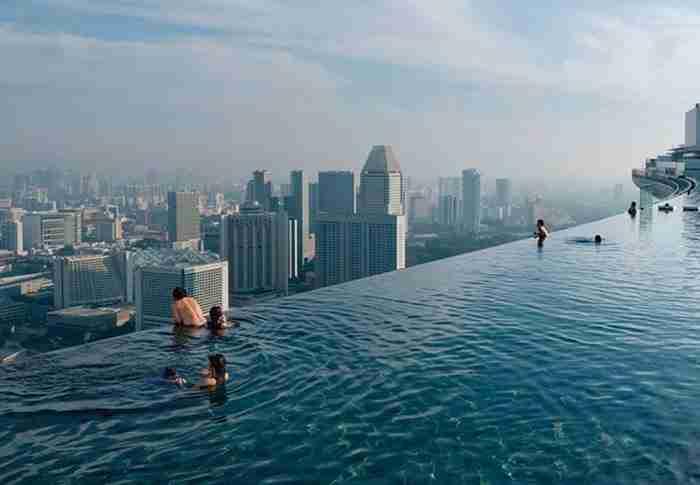 Πισίνα υπερχείλισης στη Σιγκαπούρη στο Marina Bay Sands Resort