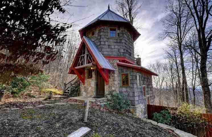 Μοιάζει με μικροσκοπικό κάστρο και βρίσκεται στο Asheville, στη Βόρεια Καρολίνα.
