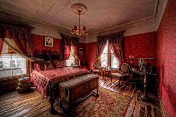 Το γιατί είναι τρομακτικό! Αυτό το όμορφο αρχοντικό αναφέρεται ως ένα από τα πιο στοιχειωμένα σπίτια σε ολόκληρη τη Νέα Αγγλία.