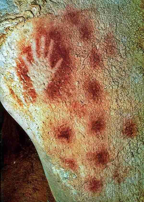 Αποτύπωμα χεριού ηλικίας 27,000 ετών, επάνω σε βράχο ενός νησιού της Ινδονησίας
