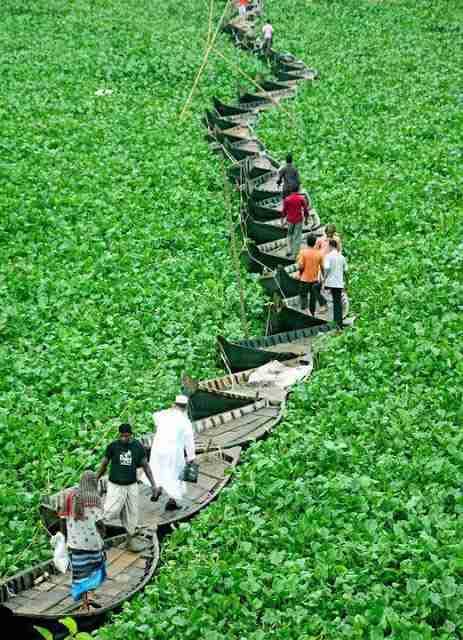 Γέφυρα από βάρκες.