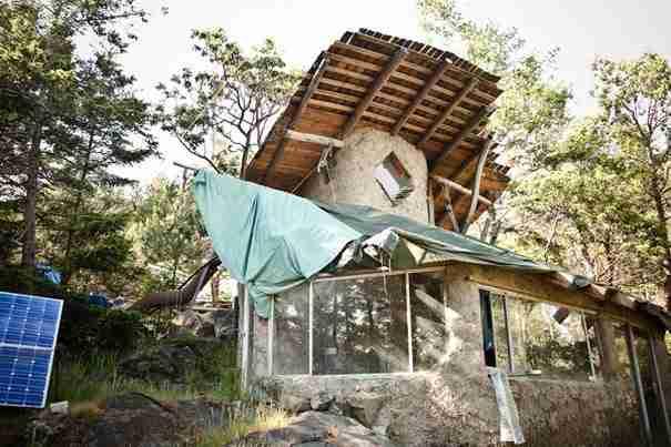 Το Lasqueti είναι ένα μυστικό νησί στον Καναδά, όπου η συντριπτική πλειοψηφία των κατοίκων ζει χωρίς ηλεκτρικό ρεύμα.