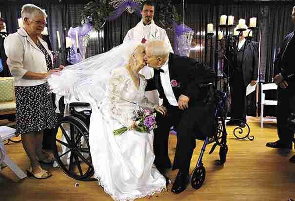 Παντρεύονται ξανά στα 100α γενέθλια της νύφης..